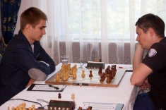 Alexey Sarana Leads Russian Championship Higher League Before Free Day
