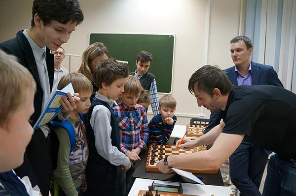 Александр Грищук встретился с учениками шахматной школы «Этюд»