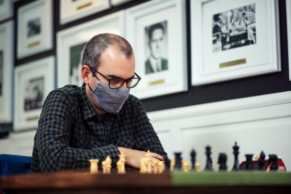 Леньер Домингес впереди на турнире по шахматам Фишера в Сент-Луисе