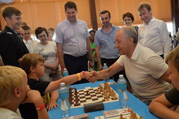 Валерий Радаев и Сергей Карякин на турнире (фото: BezFormata.Ru)