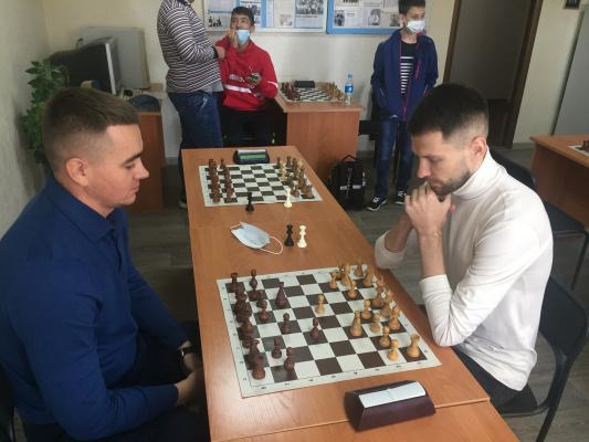 В поселке Новошахтинский отметили 35-летие шахматного кружка