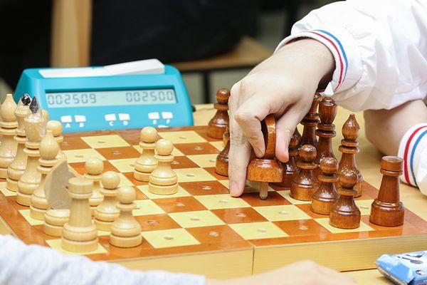 ФШР выпустила учебник шахмат со шрифтом Брайля для слепых и слабовидящих