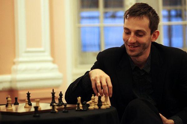 Александр Грищук упустил возможность догнать лидера