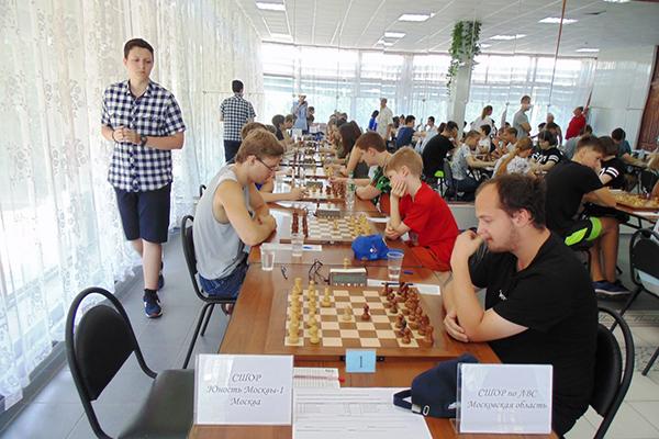 В Тольятти сыграно шесть туров командного первенства России