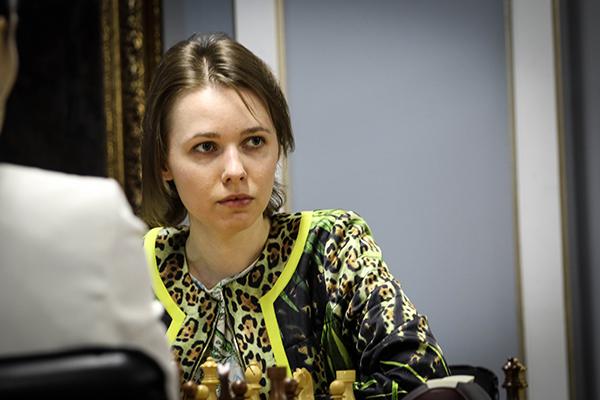 Нана Дзагнидзе возглавила гонку на турнире претенденток