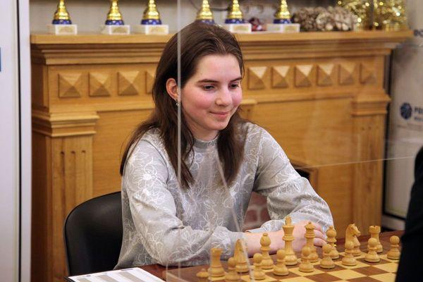 Александра Димитрова сохраняет лидерство в первенстве России среди юниорок