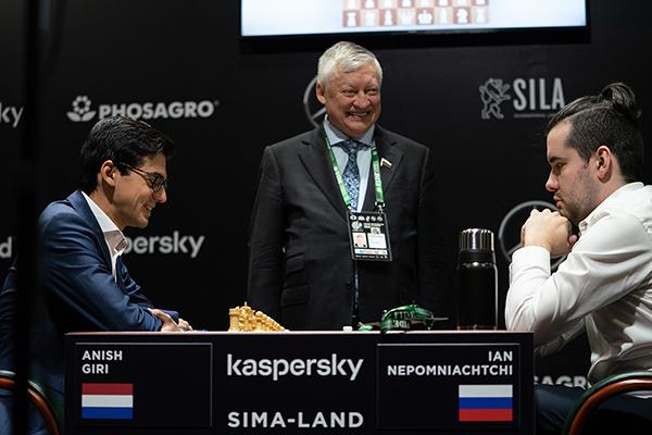 Ян Непомнящий и Ван Хао начали с побед турнир претендентов ФИДЕ