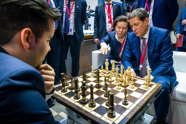 Alexander Zhukov Visits Ugra Stand at Russian Investment Forum