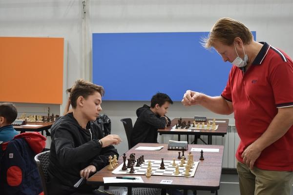 В соревнованиях сельских шахматистов пройден экватор турнира