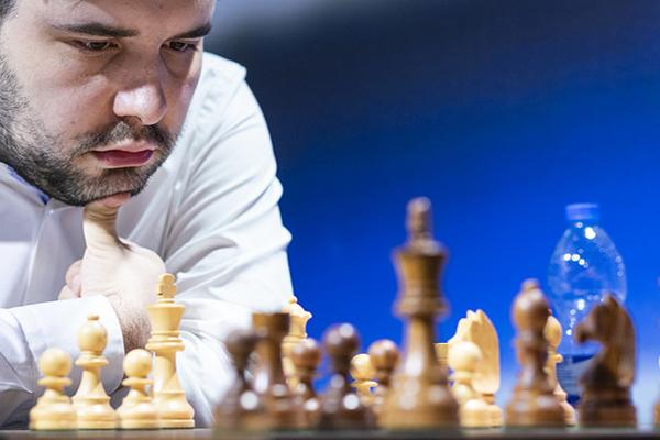 Ян Непомнящий упрочил лидерство на этапе Grand Chess Tour в Загребе