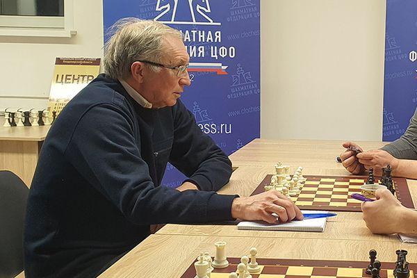 Президент ФШР Андрей Филатов поздравляет Сергея Солонца с 70-летием