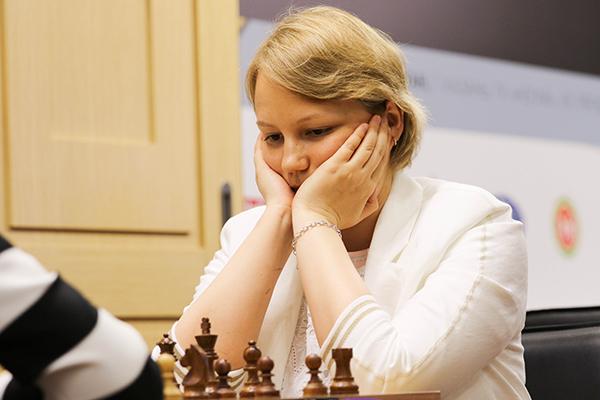 Александра Горячкина и Нана Дзагнидзе возглавили гонку на турнире претенденток