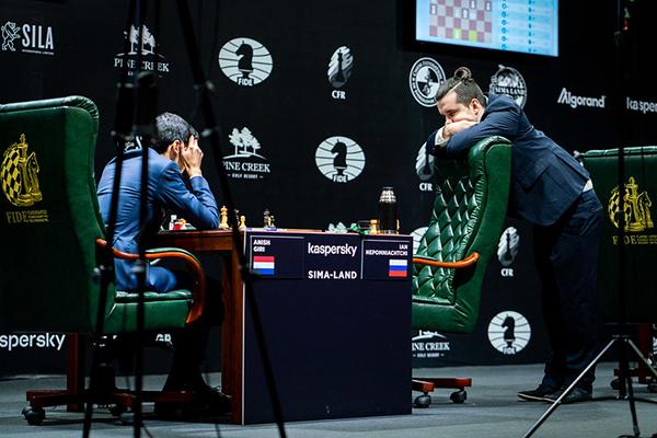Ян Непомнящий обыграл Аниша Гири в полуфинале Legends of Chess