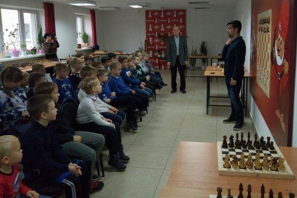 Ян Непомнящий встретился с юными брянскими шахматистами