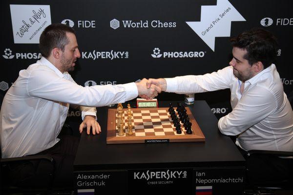 Ян Непомнящий выиграл московский этап Гран-при ФИДЕ