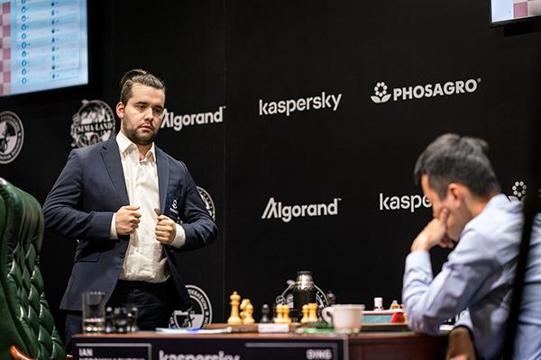 Ян Непомнящий упрочил лидерство на турнире претендентов ФИДЕ
