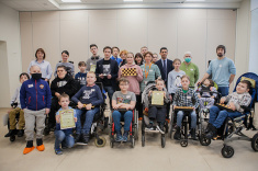 Daniil Dubov Gives Masterclass at Lighthouse Children's Hospice in Moscow