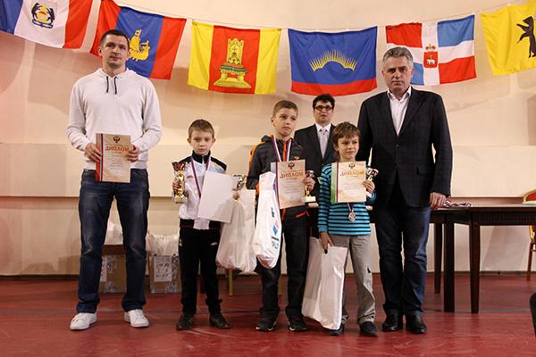 http://ruchess.ru/upload/iblock/b4d/b4d1164899e4de328048ce268d55ef63.JPG