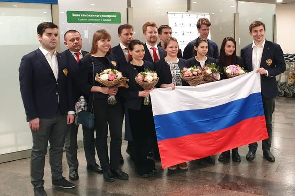 Russian National Teams Triumphantly Arrive in Moscow