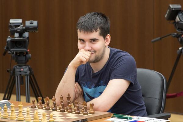 Ян Непомнящий взглавил гонку в Ханты-Мансийске