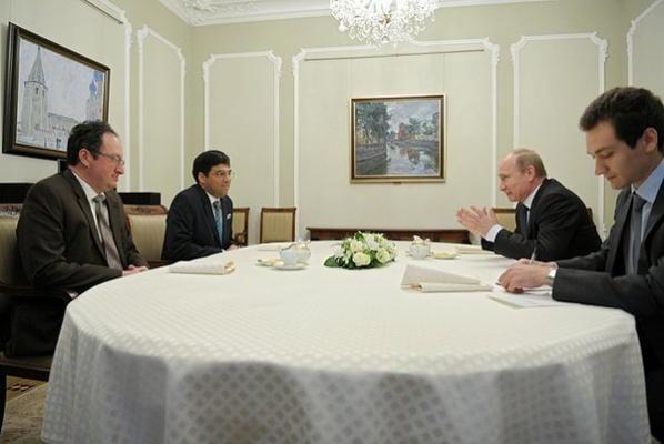 Владимир Путин принимает участников матча на первенство мира 2012 года (фото пресс-службы Президента России)