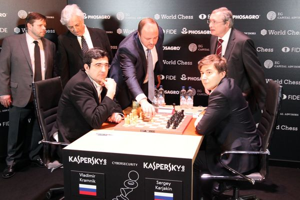 RCF Vice-President Andrey Guryev makes the first symbolic move in the game Kramnik - Karjakin