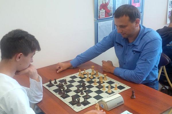 Журналисты радио «Маяк» сыграли с воспитанниками спортклуба областной Федерации шахмат