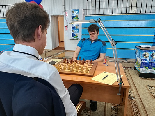 Ян Непомнящий возглавил гонку в Пойковском
