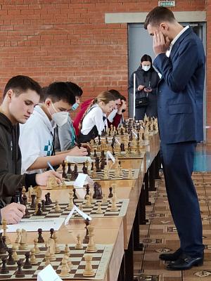 Гроссмейстер Сергей Карякин посетил Кировскую область