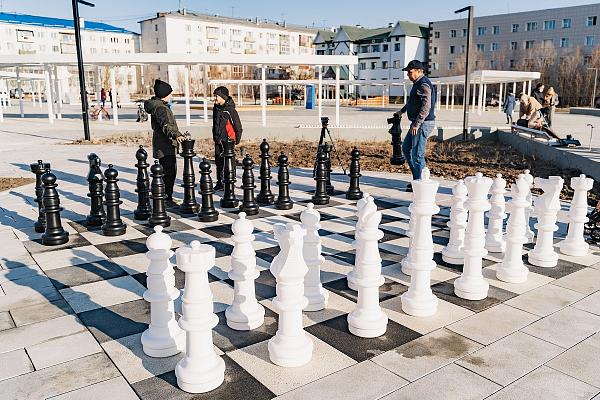 В поселке Жатай Республики Саха открыли уличную шахматную доску