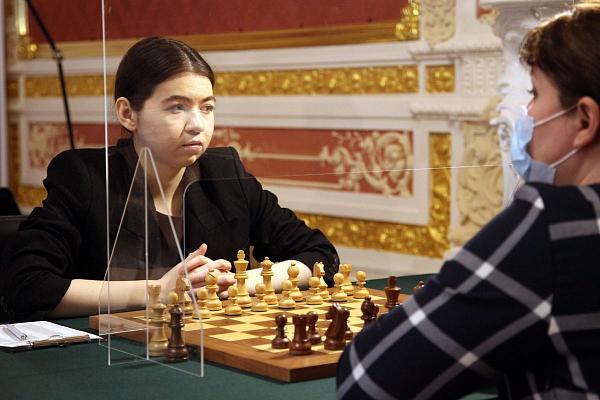 Полина Шувалова сохраняет лидерство на Суперфинале чемпионата России среди женщин