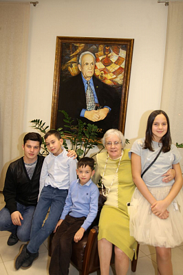 Мать президента, жена судьи…